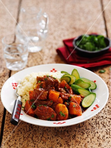 Braised lamb with cinnamon and apricots