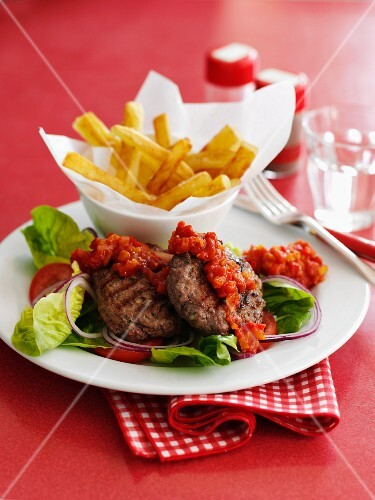 Mincemeat steaks with a pepper sauce and chips