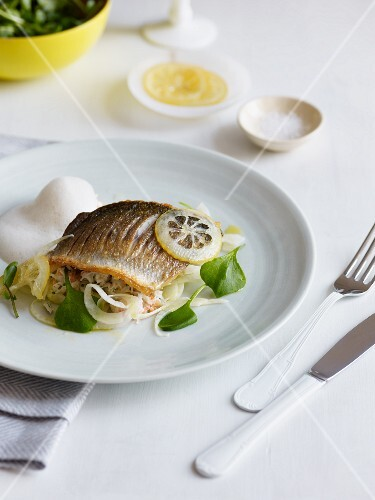 Fish with fennel and lemon
