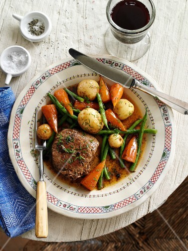 Beefsteak with vegetables and dill