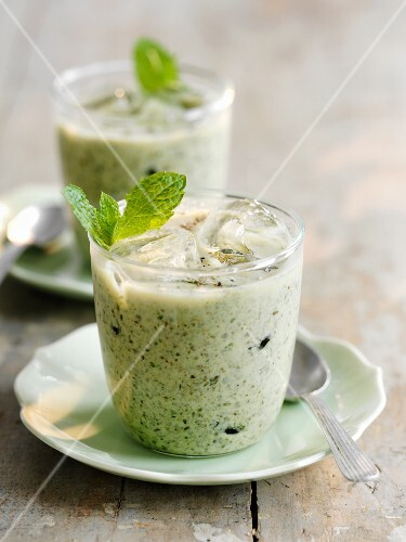 Iced courgette soup with mint