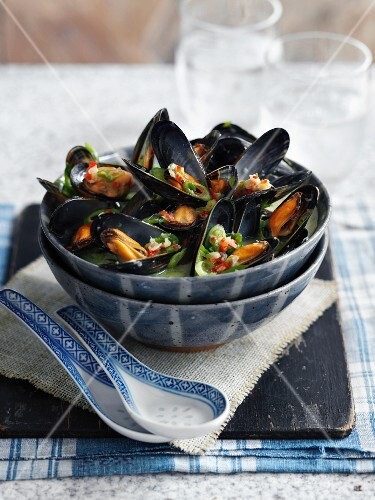 Mussels in vegetable broth with lemongrass