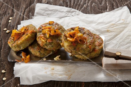 Oven-baked vegetable cakes