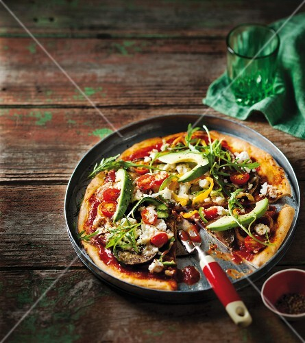 Vegetable pizza with avocado