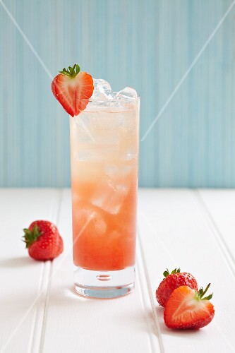 A strawberry juice with ice cubes