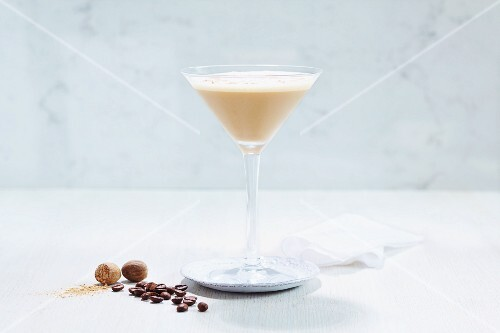 A martini cocktail with coffee and nutmeg