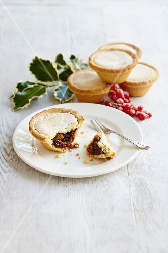 Mince pies with redcurrants (Christmas)