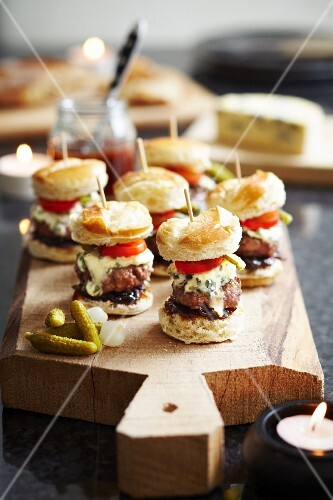 Mini burgers with blue cheese, gherkins, sweet onions, relish and tomatoes