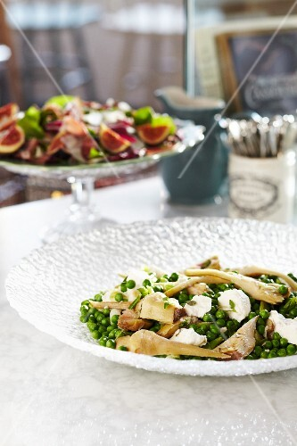 Peas with mint, fennel and mozzarella