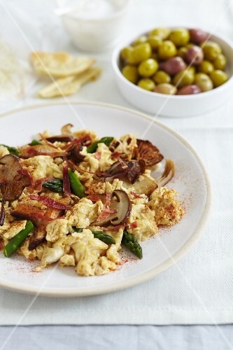 Scrambled egg with mixed mushrooms, Parma ham and asparagus