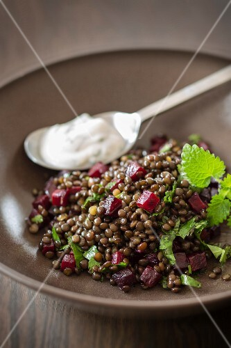 Lentils with beetroot and lemon balm