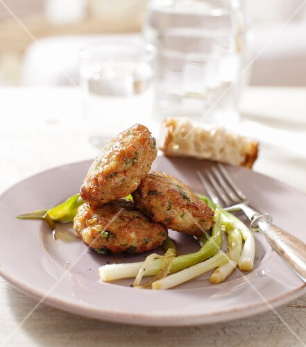 Fried veal cakes with spring onions