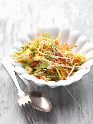 Sweet-and-sour marinated vegetables with mungo bean sprouts