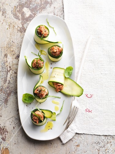 Vegan courgette rolls filled with tomato
