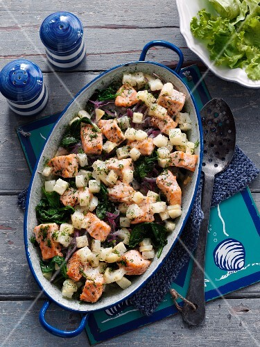 Salmon bake with celery and spinach