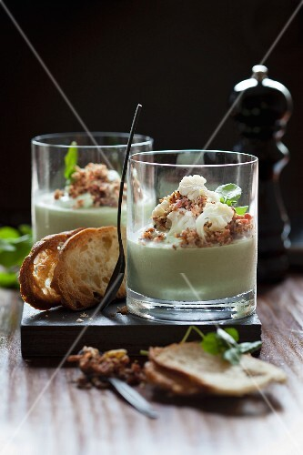 Avocado mousse with cauliflower and diced bacon