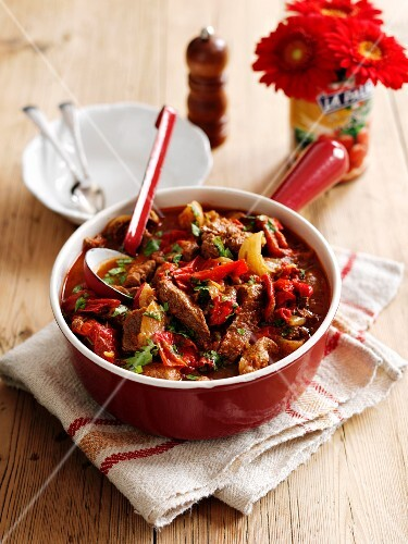 Spicy beef with red pepper