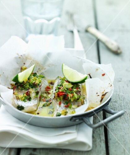 Cod en papillote with limes, vegetables and chilli
