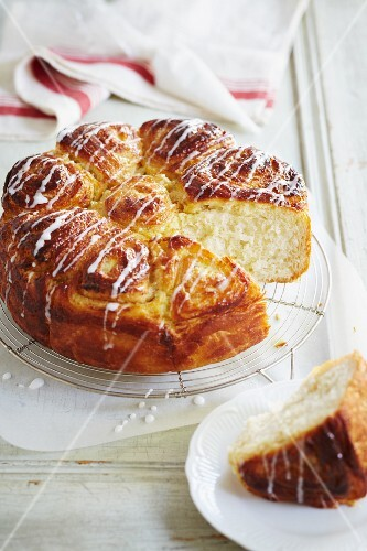 Yeast cake drizzled with icing, sliced