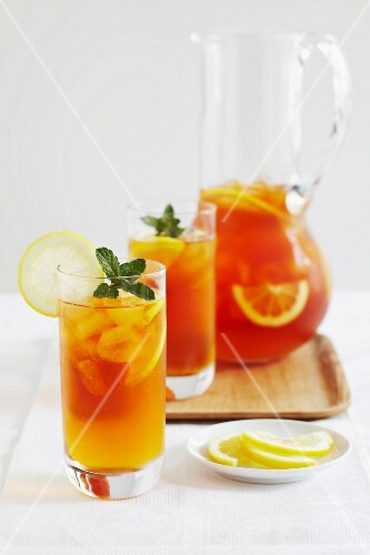 Iced redbush tea with blood oranges and mint