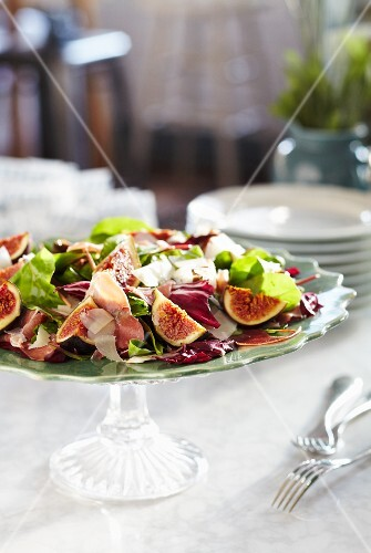 Salad with figs, Parma ham and Parmesan shavings