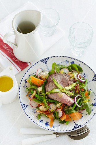 Carrot and bean salad with radishes, rocket and beef