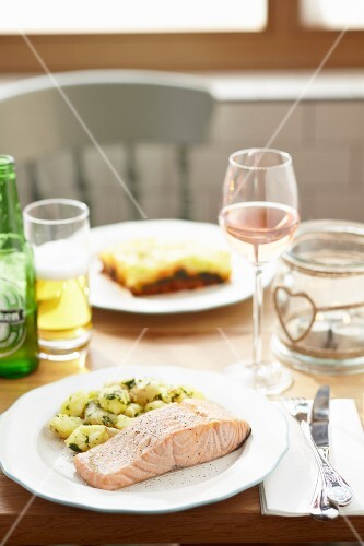 Grilled salmon fillet with pepper and mint potatoes served with rose wine and beer