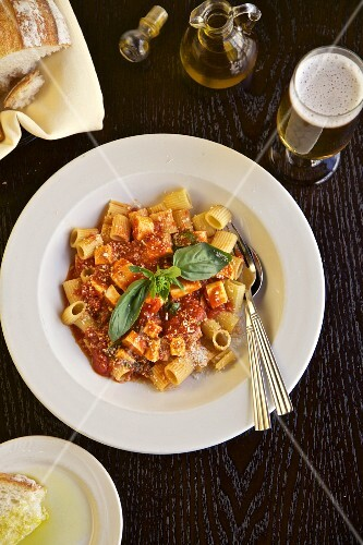 Rigatoni with tomato sauce, bread, olive oil and beer (Italy)