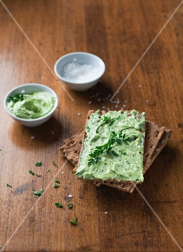 Crispbread with herb butter