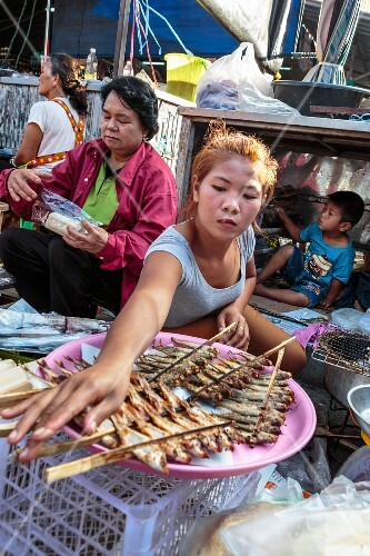 Fresh water fish being grilled at a market (Nong Khai, Thailand)