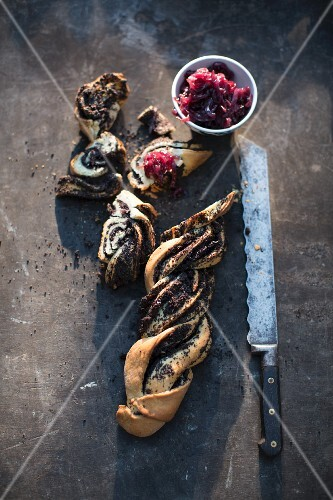 Poppyseed bread plait with onion chutney