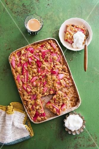Rhubarb crumble cake with cream