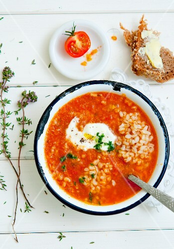 Tomato and rice soup with thyme