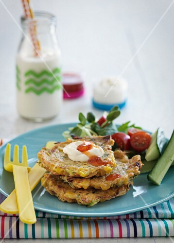 Vegetable cakes with yoghurt