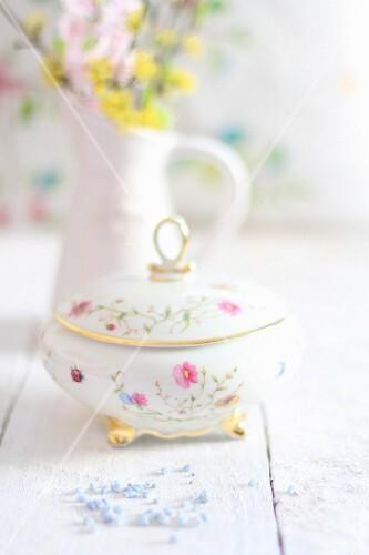 Nostalgic sugar bowl