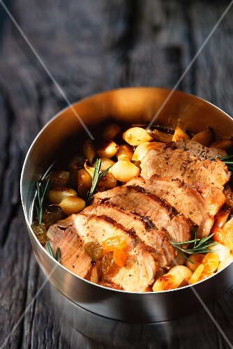 Pork fillet with raisins, pearl onions and rosemary