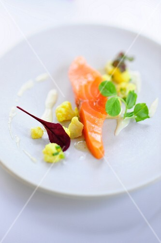 Salmon sashimi with curried cauliflower and vinaigrette