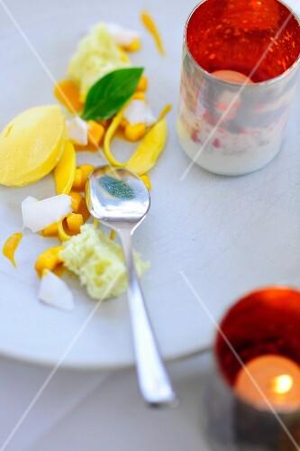 Mango ice cream with brioche and grated coconut