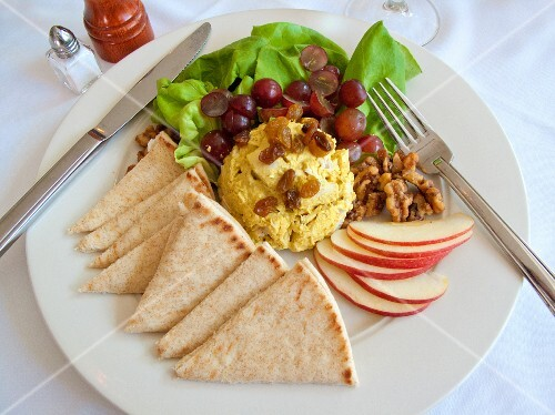 Egg salad with grapes, apple and unleavened bread