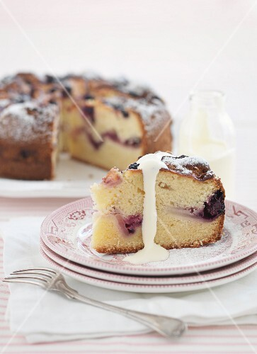 Apple and berry teacake with liquid cream