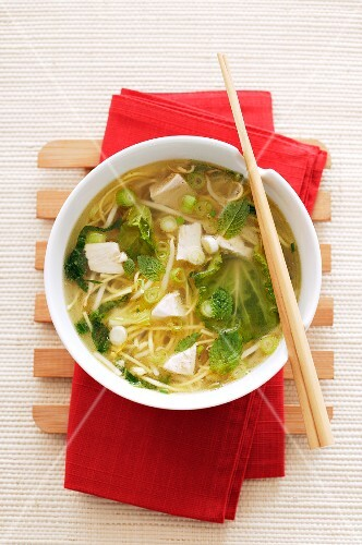 Noodle soup with tofu, peas and mint (Asia)