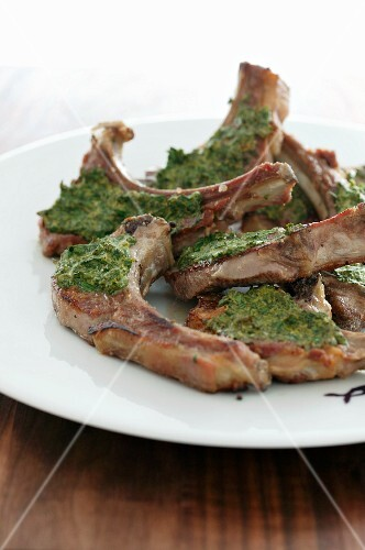 Grilled lamb chops with herb pesto
