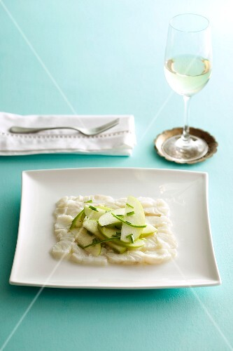 Fish carpaccio with apples and chives