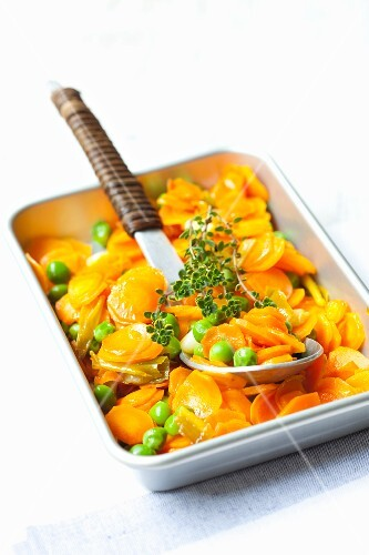 Carrots with peas and lemon thyme in a roasting tin