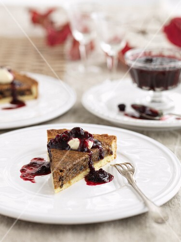 Christmas tart with berry sauce