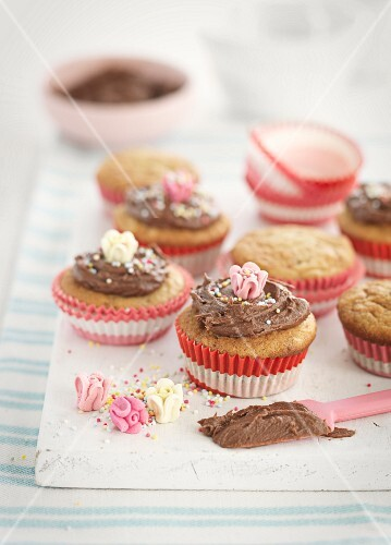 Cupcakes with chocolate cream and sugar flowers