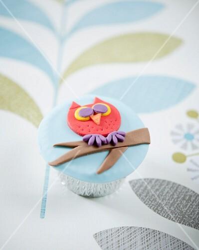 An owl cupcake