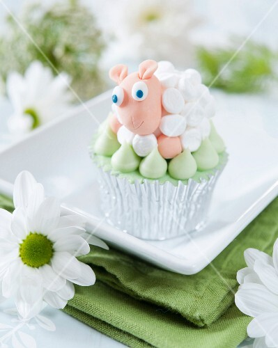 A cupcake decorated with a marshmallow fondant sheep