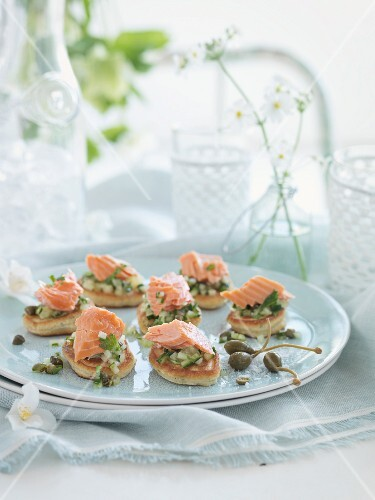 Pikelets with salmon and capers