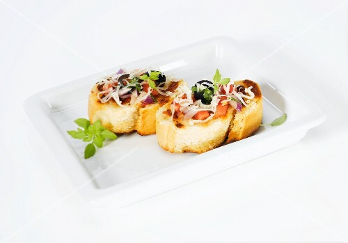 Crostini with tomatoes, olives and onions